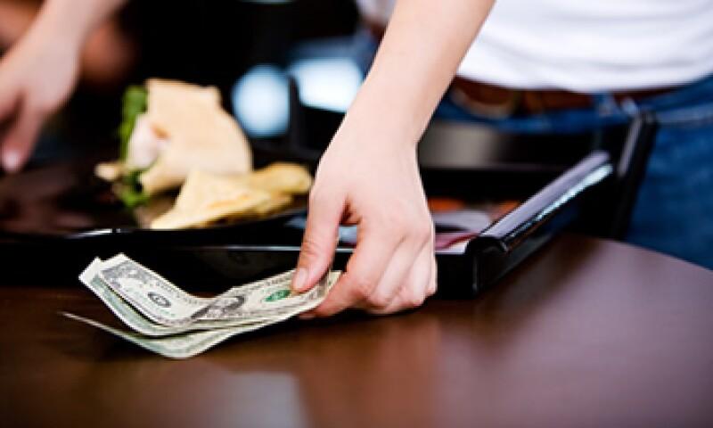 La eliminación de las propinas podría aumentar el costo de los platillos. (Foto: Shutterstock )