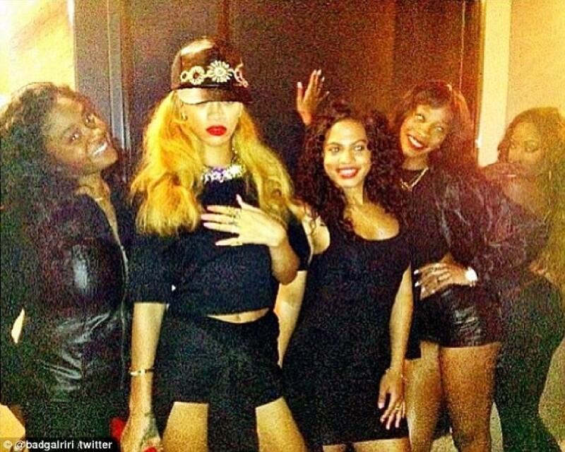 Este sábado la originaria de Barbados salió de fiesta con sus amigas en Nueva York y emitió dos comentarios alusivos a su ex pareja.