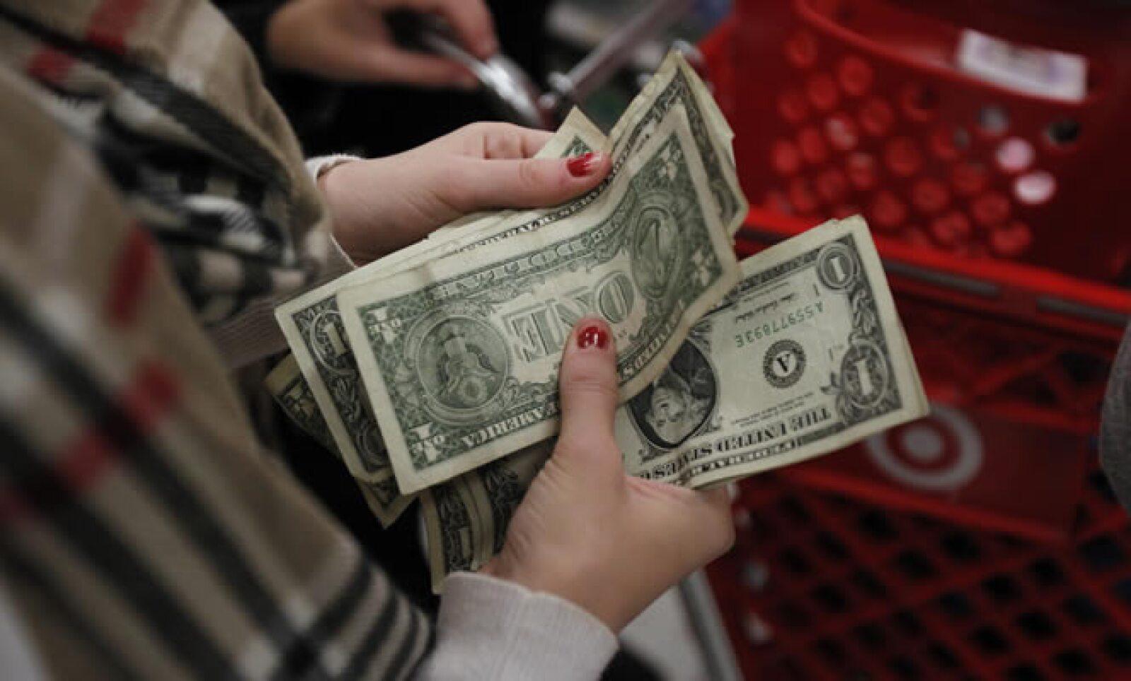 Se espera que los consumidores gasten casi 500,000 mdd durante la temporada de compras navideña, 3% más que el año pasado.