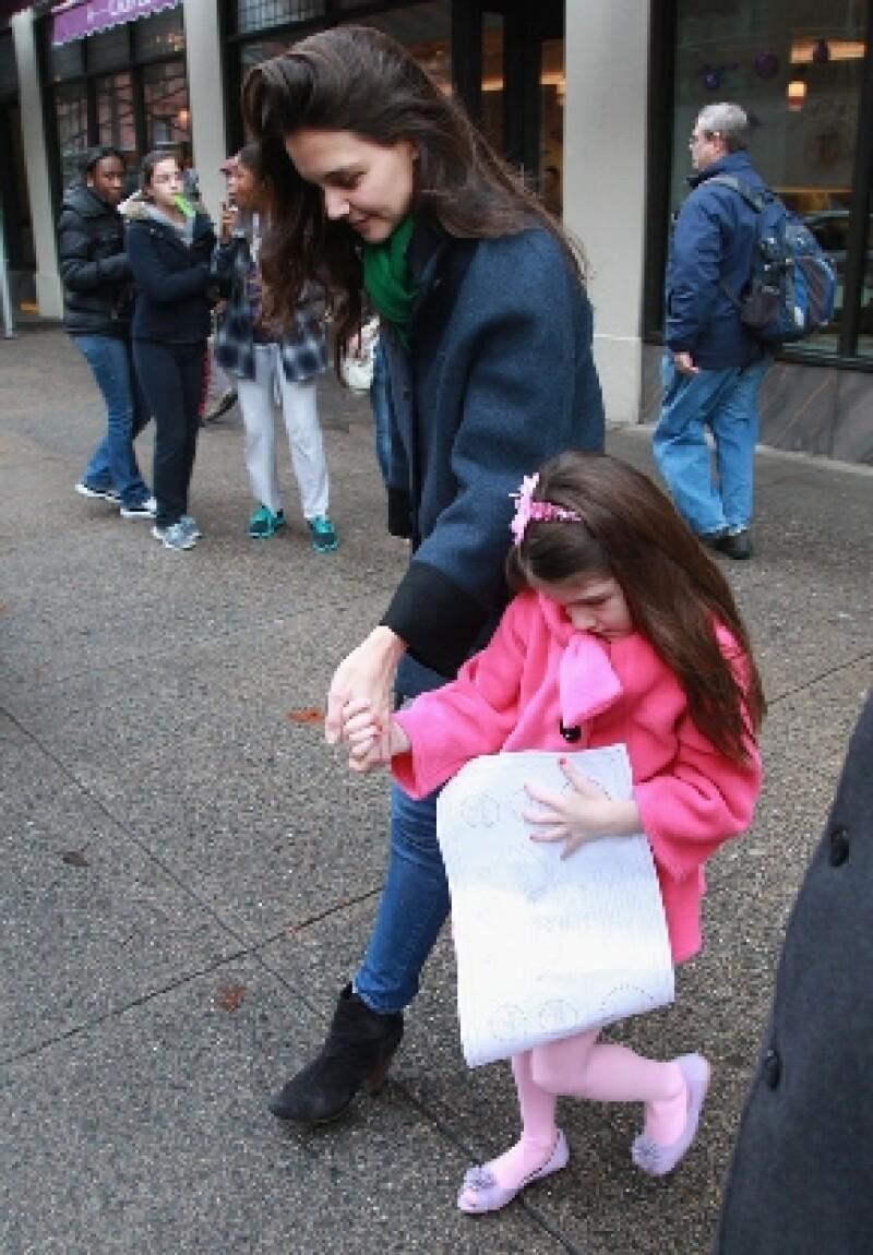 La actriz y su hija de seis años pasaron la mañana juntas en el restaurante Upper West Side Bistro, en Nueva York para celebrar el cumpleaños número 34 de la ex de Tom Cruise.