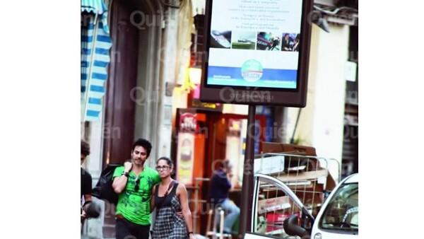 La nueva edición de la revista Quién confirma a través de unas imágenes exclusivas en Nápoles que la actriz y el cantante chileno mantienen un noviazgo.