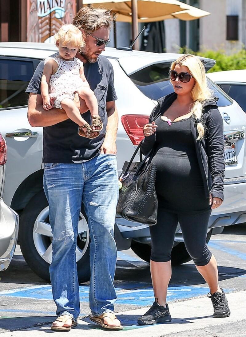 Jessica se encuentra en la recta final de su embarazo, el cual anunció en diciembre pasado con una postal de su hija Maxwell.