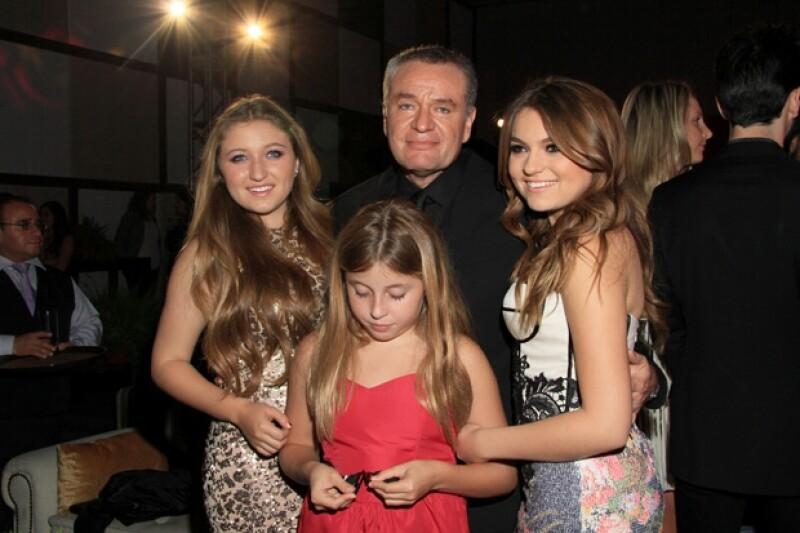 El papá de las hermanas castro además de su nueva telenovela, presumió que bajó notablemente de peso.