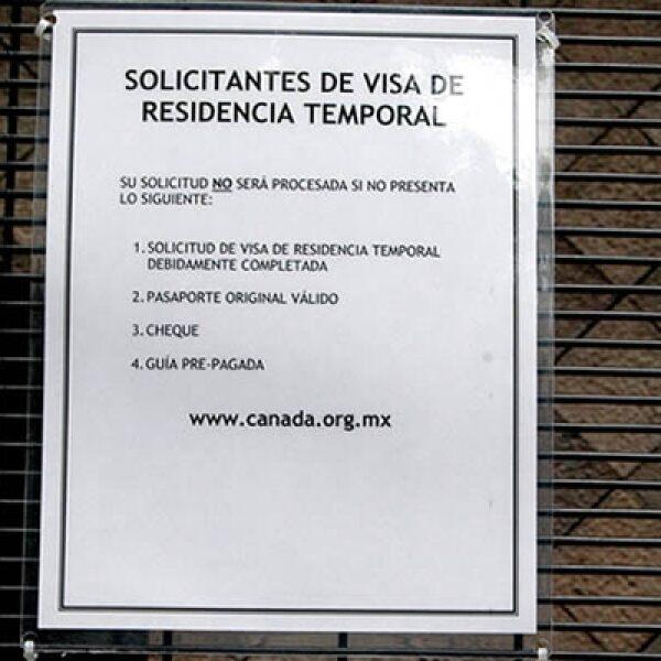 En una de las ventanillas se enumeran los requisitos que se deben tener preparados al momento de solicitar el permiso.