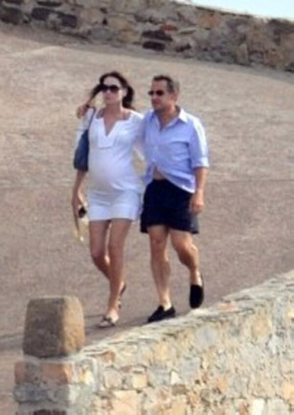 Carla Bruni tiene 43 años y se convertirá en madre por segunda ocasión.