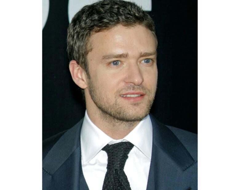 El cantante estadounidense podría protagonizar un filme basado en la exitosa serie de 'Los Guardianes de la Bahía&#39.