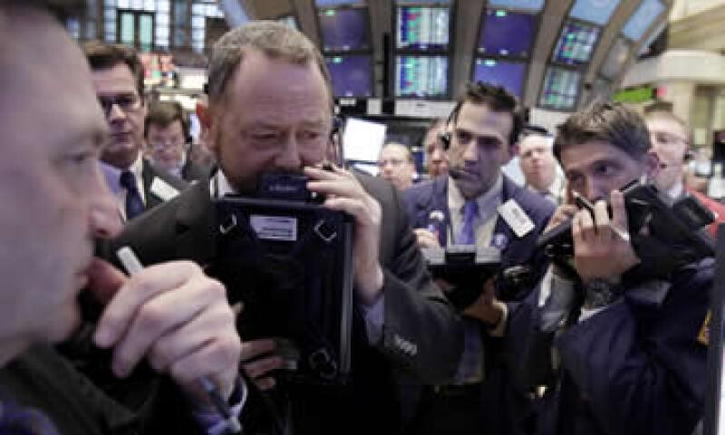 En el cuarto trimestre de 2011, la mayoría de los bancos de inversión registraron una caída de alrededor del 20% en los ingresos derivados de la negociación de acciones. (Foto: AP)