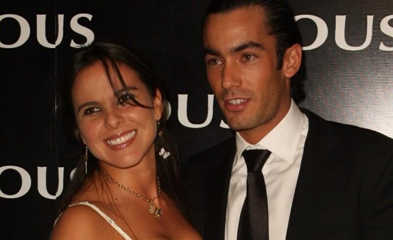 La mamá de la actriz, Kate Trillo, aseguró que ésta no tiene un romance con Iván Sánchez y que está muy tranquila disfrutando de su soltería.