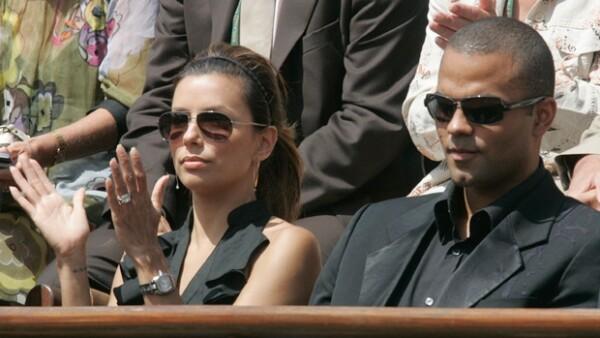 Tras anunciar su separación en noviembre de 2010, la pareja oficalizó su divorcio luego de tres años de estar casados.