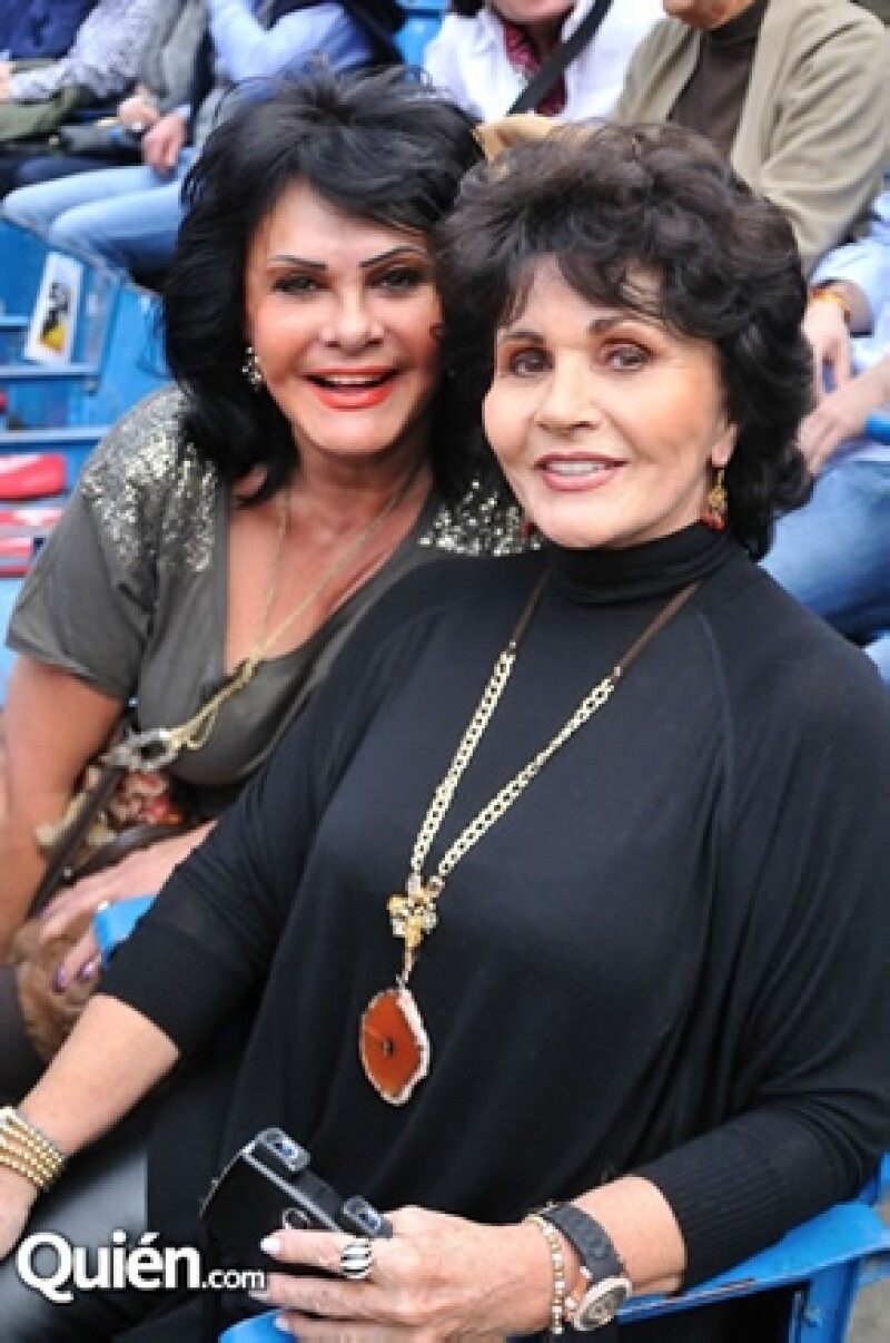 Lucero León, acompañada de Estella García.