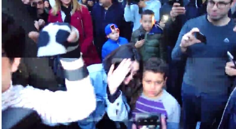 Al último Kendall posó junto con el niño para que su mamá le pudiera tomar una foto.