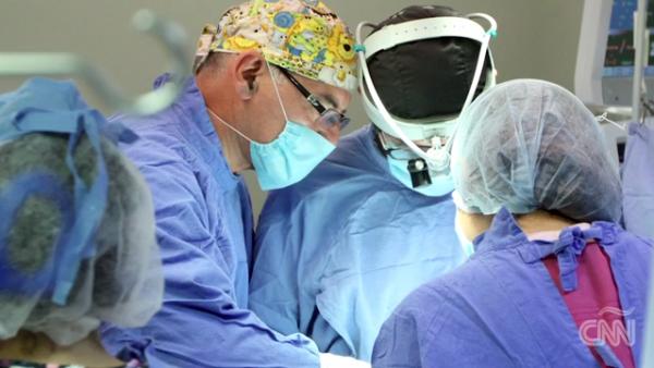 Cirujanos mexicanos operaron el corazón de una niña durante el terremoto
