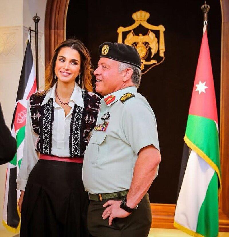 La esposa del rey Abdalá, que tiene más de 675 mil seguidores en la red social, subió dos imágenes con motivo de su aniversario, demostrando que sigue tan enamorada como siempre.