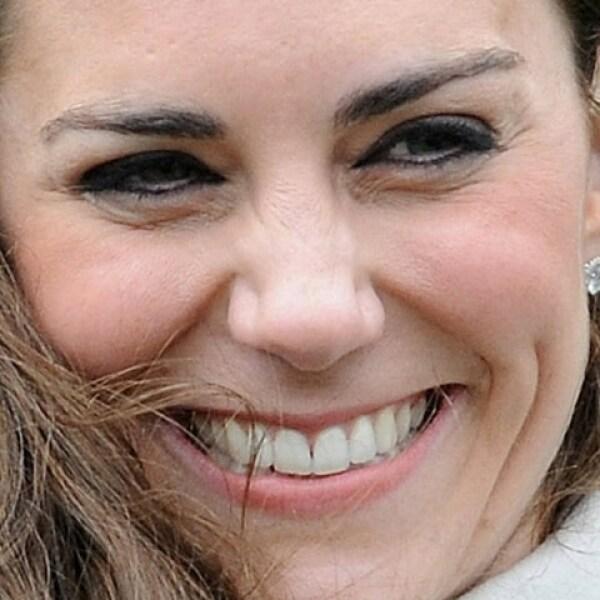 Tiene dos hermanos más chicos, Philippa Charlotte ?mejor conocida como Pippa- y James William.