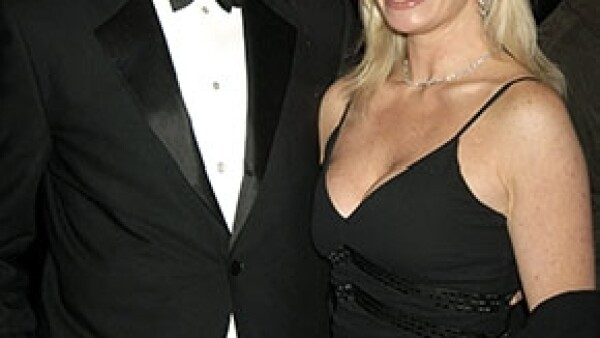 Después de tres años de batalla contra el cáncer de ovario, la hija de Brosnan, de nombre Charlotte perdió la vida a los 41 años.