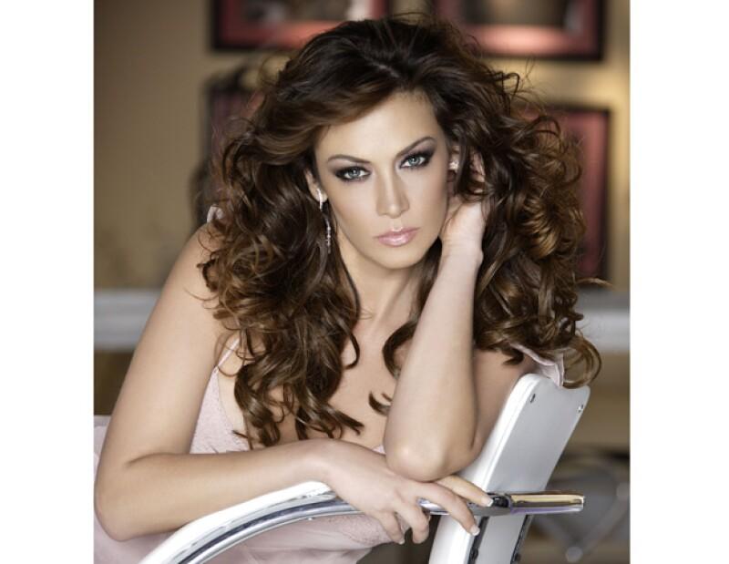 La actriz confirma el fin de su relación laboral con TvAzteca y dice que su futuro es incierto.