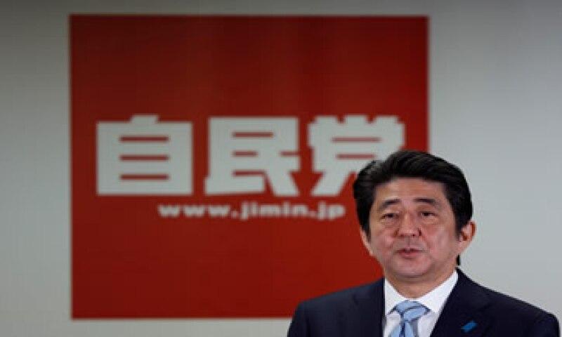 Las medidas económicas del primer ministro japonés Shinzo Abe, dieron resultados positivos sólo al principio. (Foto: Reuters )