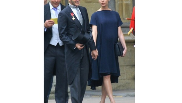 El futbolista y su esposa Victoria asistieron a la boda del príncipe Guillermo y Kate Middleton y fueron aclamados por el público presente.