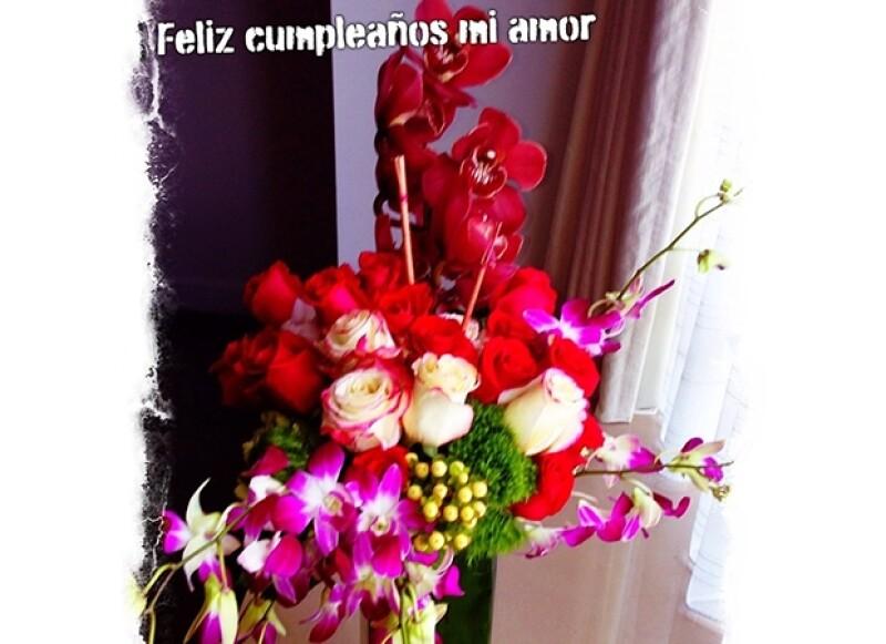 El futbolista presumió en Instagram las flores que le regaló a su esposa por sus 40 años.