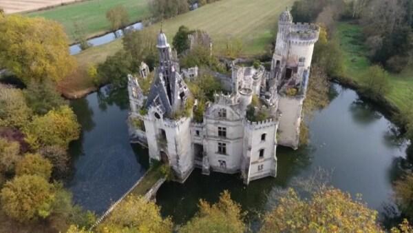 Castillo abandonado en Francia fue comprado por 6,500 internautas