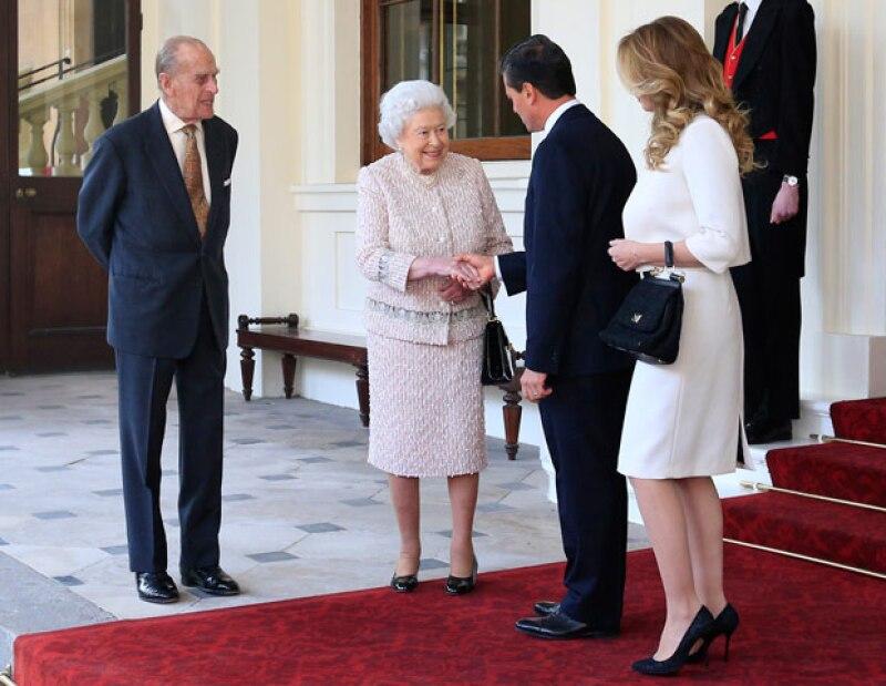 La visita de tres días en el Reino Unido terminó y así fue como la reina de Inglaterra despidió al mandatario mexicano y a su esposa.