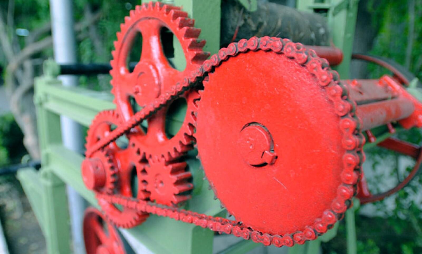 Primera maquina completamente manual para la fabricación de lija.