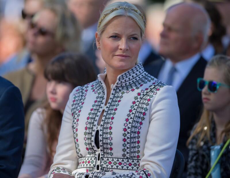 El día en que la princesa y el heredero al trono Haakon celebrarían 14 años de matrimonio se convirtió en un gran susto, luego de un accidente de tráfico.