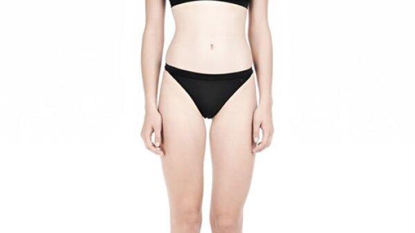 Estilo sporty (T by Alexander Wang)-No estamos hablando de los trajes de baño de natación, si no una inspiración en ellos. Materiales como el mesh o el neopreno son básicos.