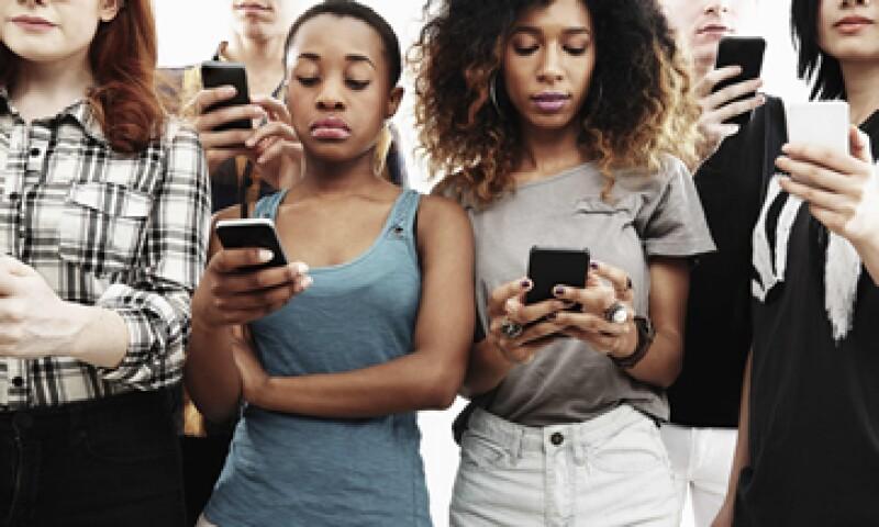 El phubbing es un fenómeno actual a nivel global. (Foto: iStock by Getty Images)