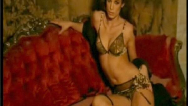 La italiana realizó una sesión de fotos ultra hot para la línea Cavalli Underwear, temporada primavera-verano 2010, de la firma.