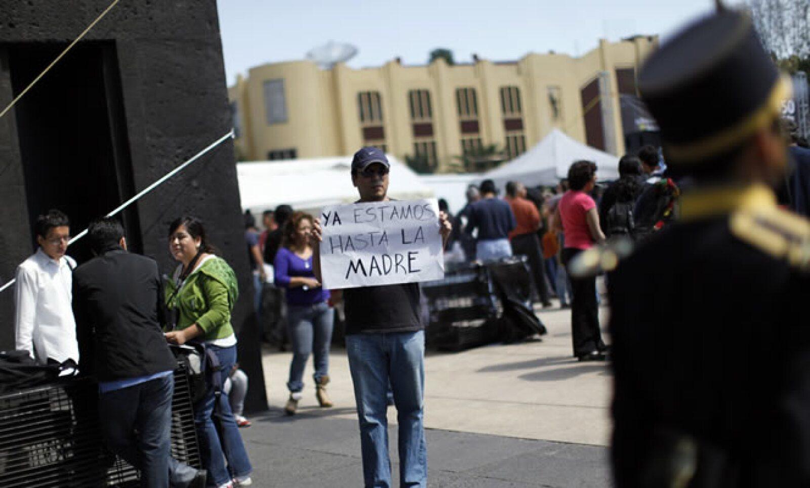 Cientos de personas se concentraron en el Monumento a la Revolución. La violencia que se vive en México y la pobreza fueron las principales causas por las que protestaron.