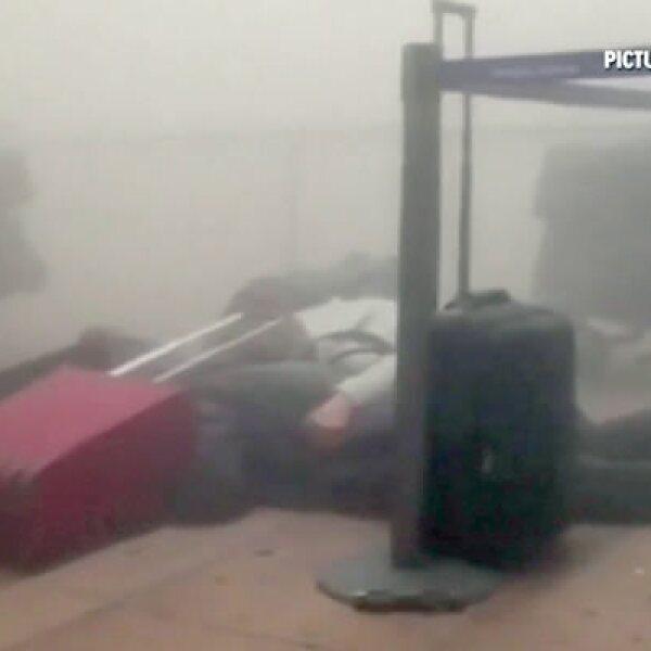 Dos explosiones ocurrieron en el aeropuerto y una más en una estación de Metro.