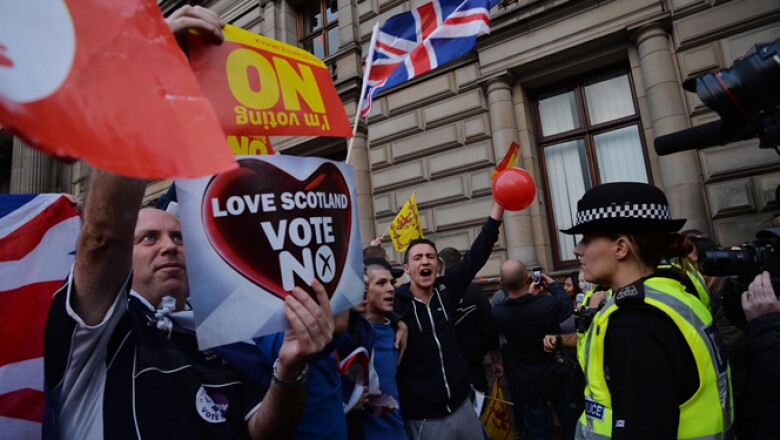 Actores del sector empresarial y económico a favor de la permanencia de la histórica unión han dicho que la separación sería la ruina de Escocia pues se perderían empleos, aumentarían precios y los capitales se fugarían.