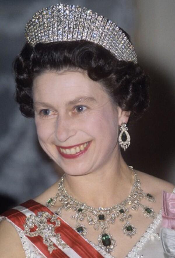 Para una recepción diplomática en Viena en 1968 presumió la diadema `Russian Kokoshnik´, la cual originalmente utilizó en la presentación de la princesa Alexandra. La entonces princesa de Gales mandó a hacer la diadema inspirada en los sombreros típicos rusos (kokoshnik) para la ocasión especial.