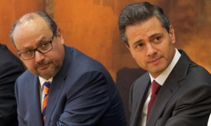 El presidente Enrique Peña Nieto (izquierda) dijo que la inversión de GM muestra la confianza que hay en el país. (Foto: tomada de presidencia.gob.mx)