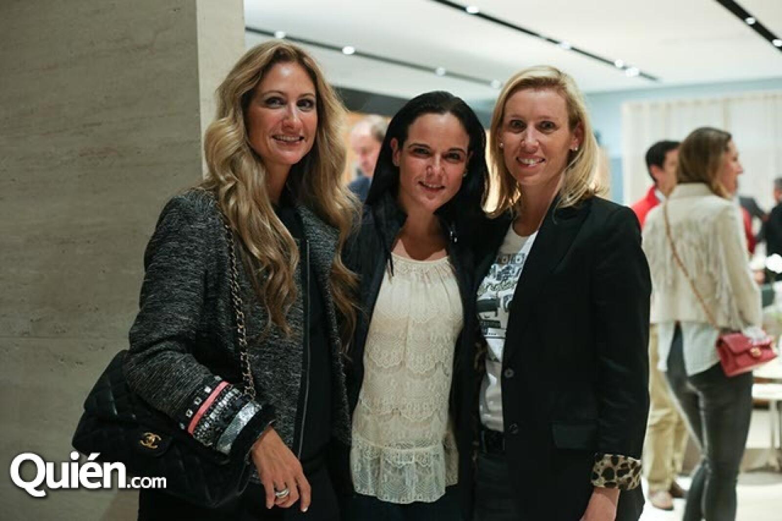 Pixie Devlyn, Ann Schelle y Sara Facha