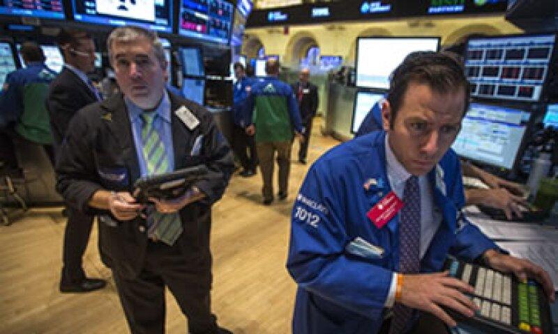 La Fed actualmente compra 85,000 mdd mensuales para alentar la economía. (Foto: Reuters)