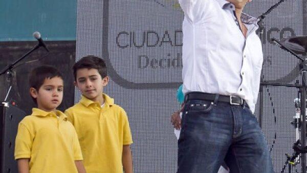 Miguel Ángel Mancera hizo acto de presencia, acompañado de sus hijos a la celebración del día del niño en el zócalo capitalino.