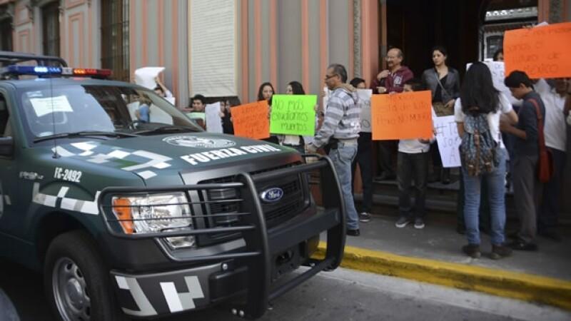 Personas de Xalapa se manifestaron en la ciudad veracruzana para pedir justicia por la desaparición de normalistas de Guerrero
