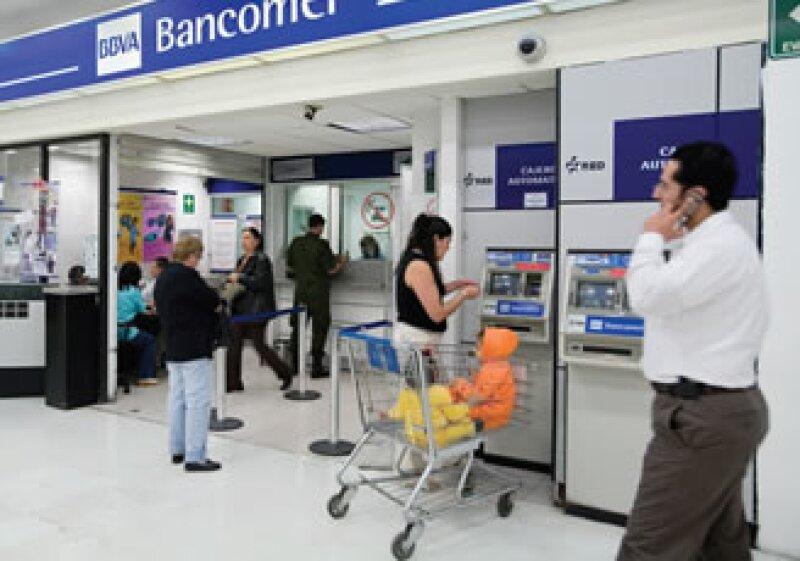 Después de cerrar la llave del crédito en 2009, los bancos se preparan para aumentar el financiamiento este año. (Foto: Adán Gutiérrez)