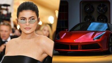 Kylie Jenner regala un Ferrari
