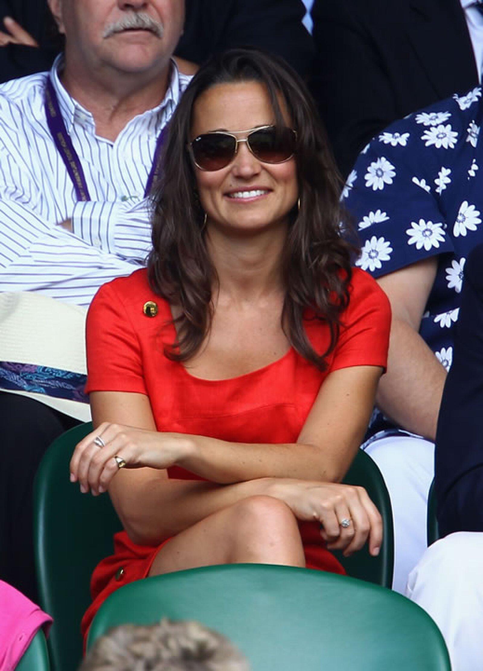 El rojo es uno de los colores más favorecedores para Pippa. Aquí en el partido entre Jo-Wilfried Tsonga y Roger Federer.