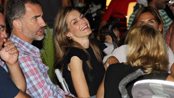Los monarcas de España asistieron por sorpresa a un concierto de Jaime Anglada en el Club de Vela Calanova en Palma de Mallorca.