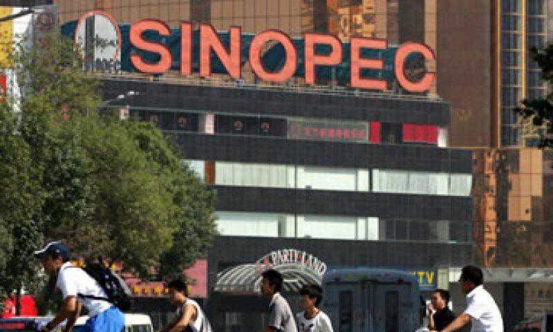Las ganancias de Sinopec mejoraron poco luego de que el Gobierno elevara los precios máximos de la venta doméstica de gasolina y diesel. (Foto: AP)