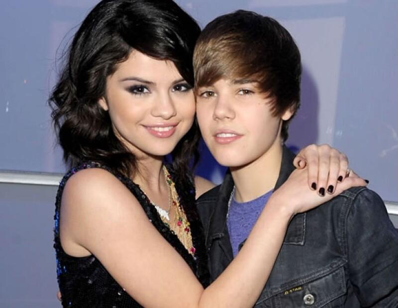 Luego de meses de rumores, Selena y Justin confirmaron su noviazgo en febrero de 2011.