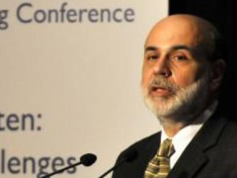 Ben Bernanke dijo que un plan de estímulo fiscal por sí mismo no sería suficiente para promover una recuperación económica. (Foto: Archivo)