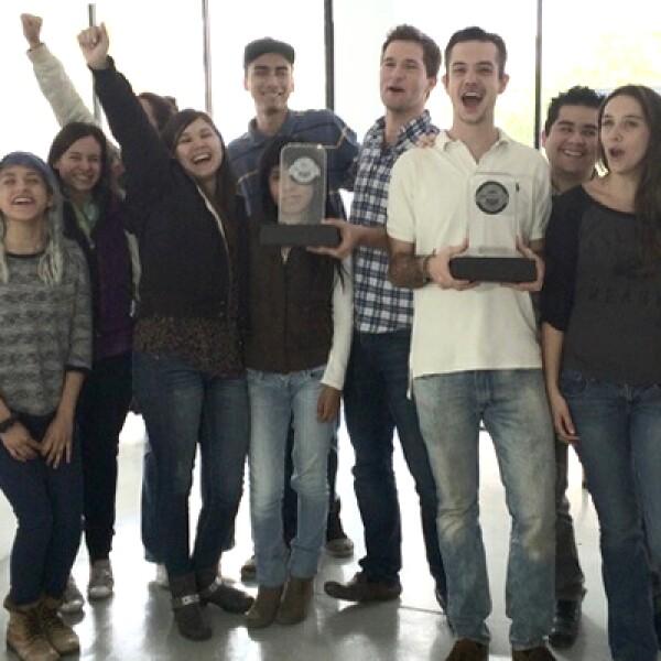 La reacción de los integrantes de Petsy.mx tras ser nombrado el Mejor e-Business del Año. Su modelo 360 bien enfocado y en un nicho abandonado los hizo triunfadores, asegura uno de los miembros del Consejo Consultivo, que eligió al Sitio del Año.