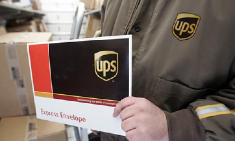 UPS asegura que los nuevos empleados trabajarán en cargar y descargar los paquetes, además de asistir a los conductores. (Foto: AP)