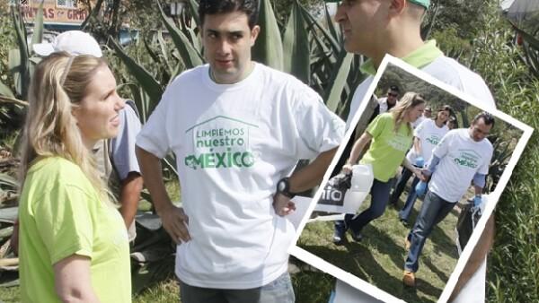 Preocupados por la preservación de la naturaleza, el presidente del PVEM y Ninfa, pusieron manos a la obra para limpiar una barranca en Cuajimalpa.