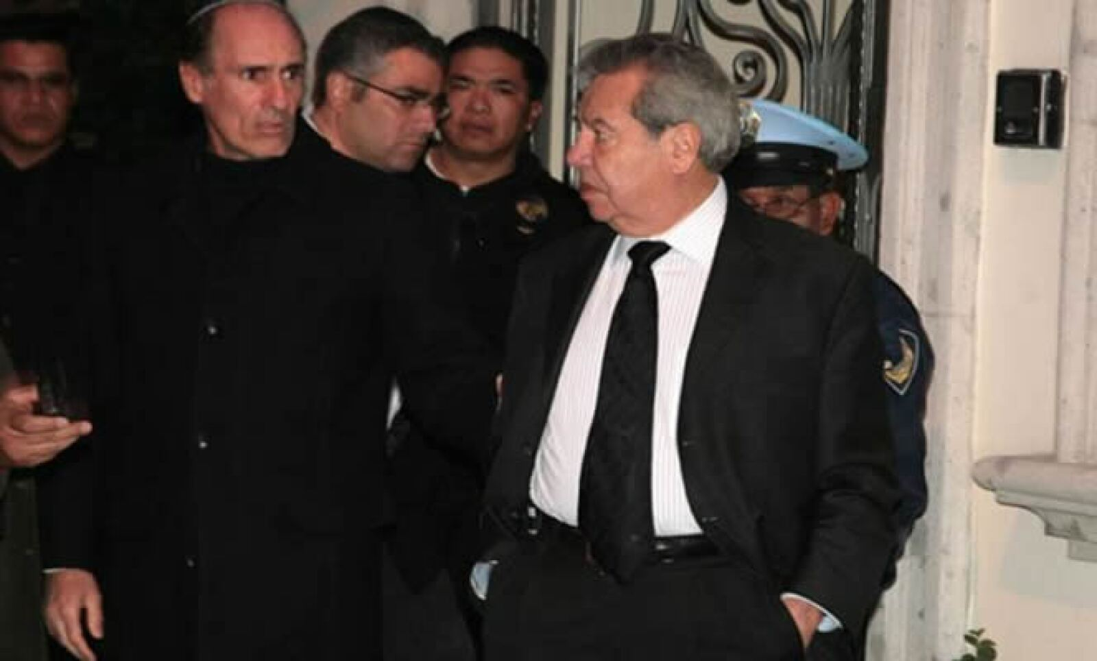 El político Porfirio Muñoz Ledo también asistió al velorio.